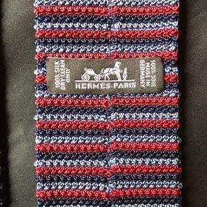 Hermès 100% hand knitted silk square bottom tie